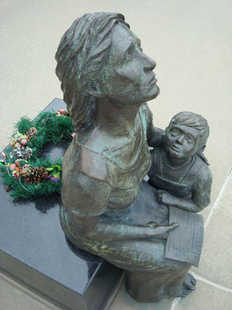 """Widow and Child"" statue at Rochester (MN) Soldiers Field Veterans Memorial"