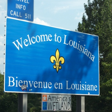 Bilingual road sign in Louisiana - Creative Commons (DM)