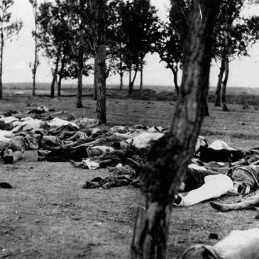 1915 American photo of victims of the Armenian genocide