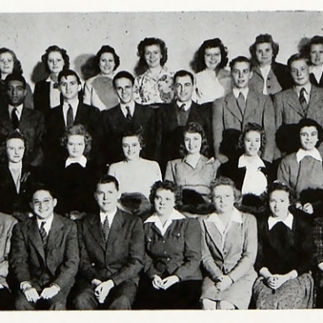 Class photo of Bethel freshmen in 1943-1944