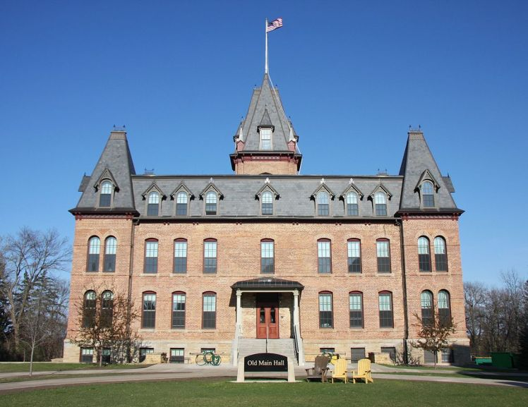 Old Main at St. Olaf College