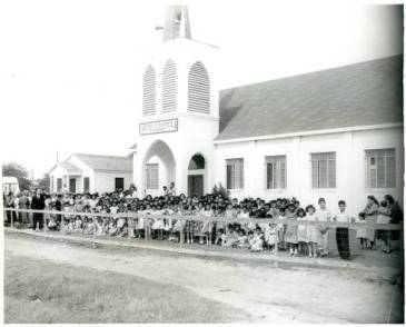 Sunday school in the 1950s at the Iglesia Evangelica Misionera of La Villa, Texas