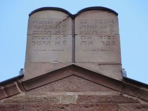 Westhoffen synagogue: Ten Commandments in Hebrew