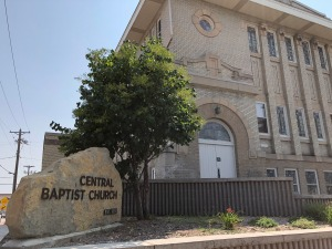 Central Baptist Church, with 1913 building in background