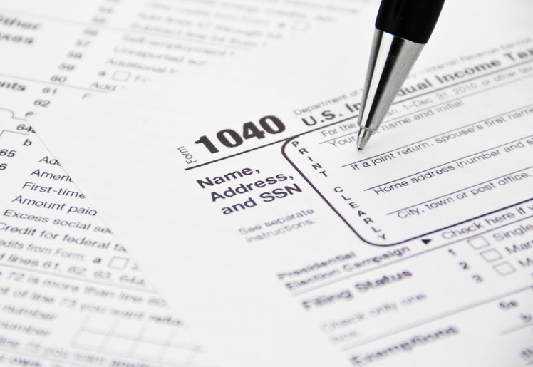 1040 tax form being filled out
