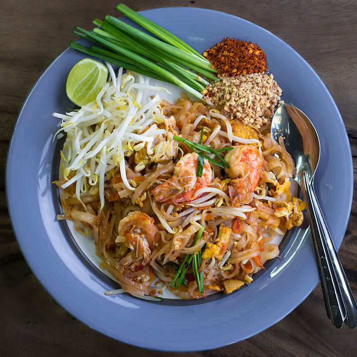 Pad thai with prawns