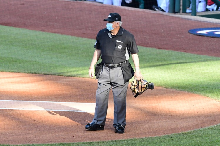 Umpire wearing a COVID mask